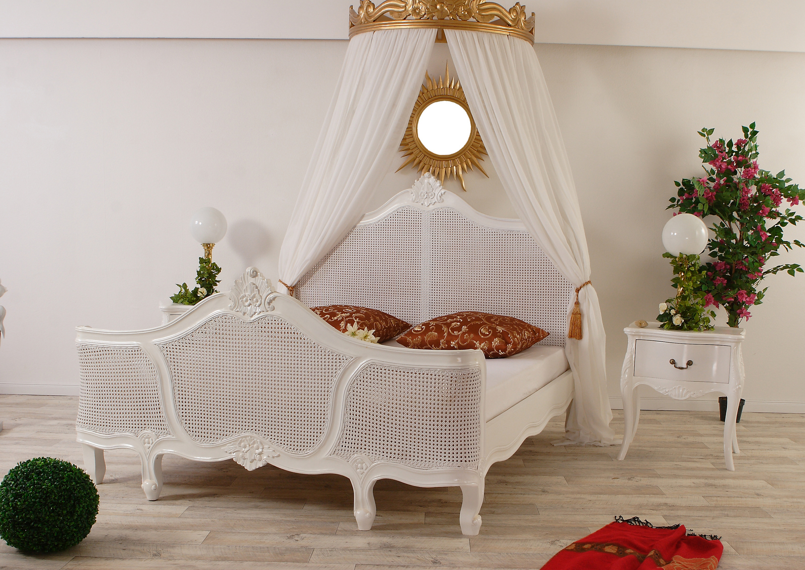 Bett Rattan Weiß