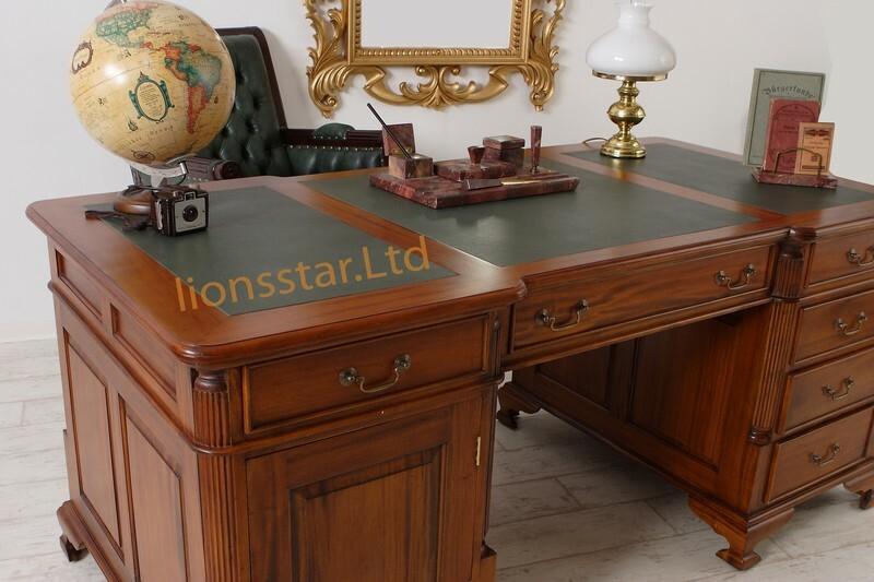 Schreibtisch aus Mahagoni Massivholz
