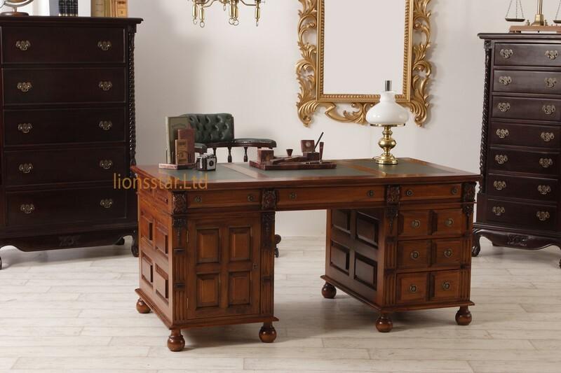 Schreibtisch im Kolonialstil