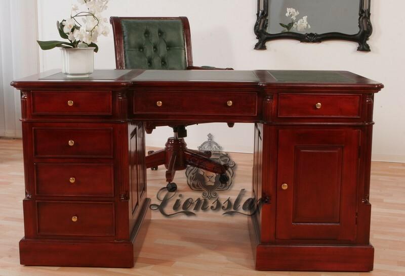 Schreibtisch im Landhausstil