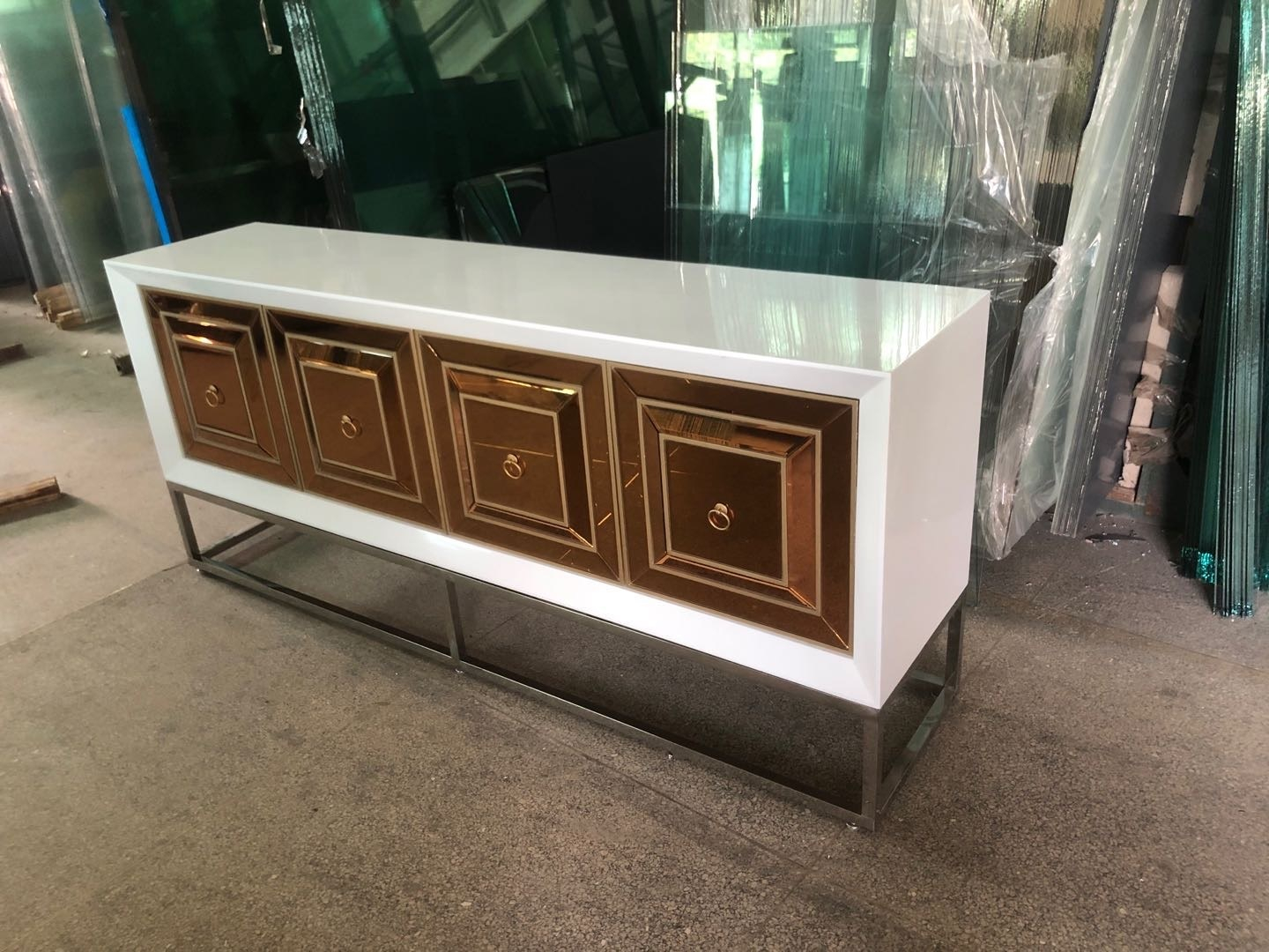 Designer Kommode Queens Bronze Glas